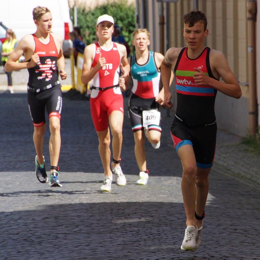Henning als 1. auf Laufstrecke