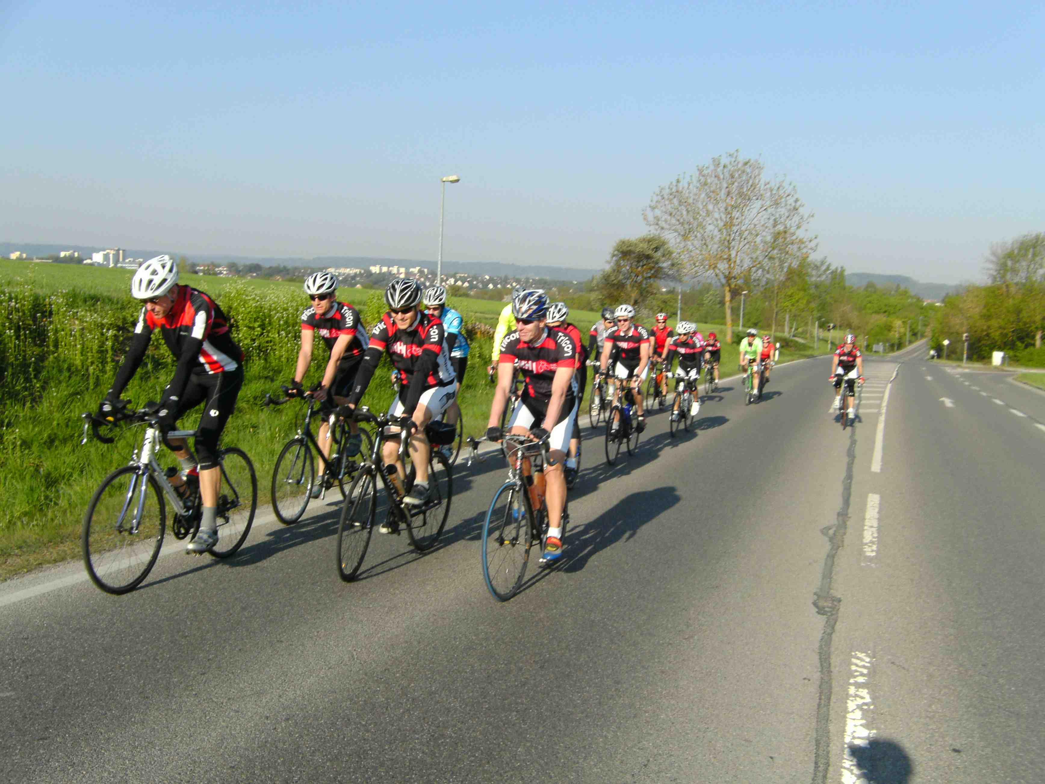 Radgruppe auf Straße